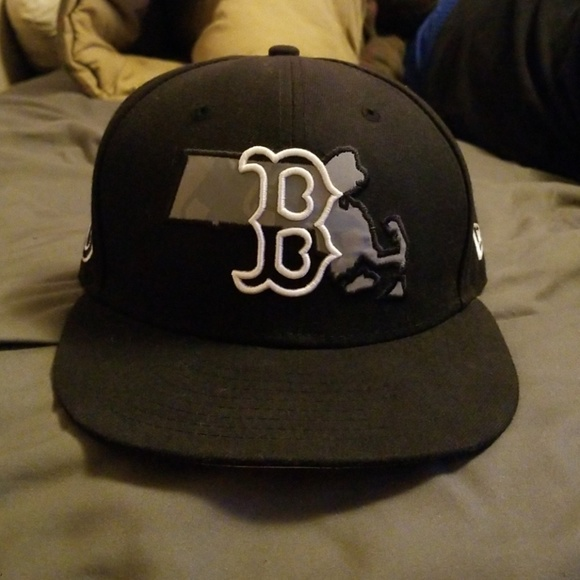 New Era Other - Black Red Sox Hat 71/8
